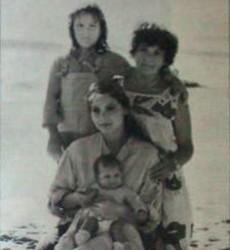 Орнелла Мути, её мама Эльза и две дочери Каролина и Найке