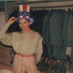 Орнелла Мути в 'американской' шляпе