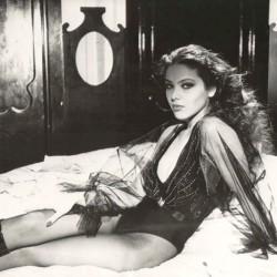 Черно-белая фотография с Орнеллой Мути