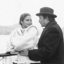 Черно-белое фото с Орнеллой Мути и Уго Тоньяцци