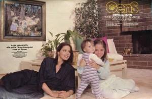 Орнелла Мути и её дочери - Каролина (слева) и Найке