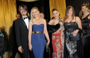 Орнелла Мути с сыном Андреа и дочерьми Найке и Каролиной