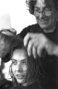 il parrucchiere Aldo Coppola pettina l'attrice Ornella Muti