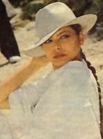 Орнелла Мути в белой шляпе